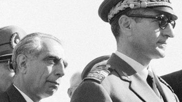 بنا بر اسناد، شاه در پشت صحنه با علی امینی (نخست وزیر) و دولت کندی به شدت اختلاف داشته است