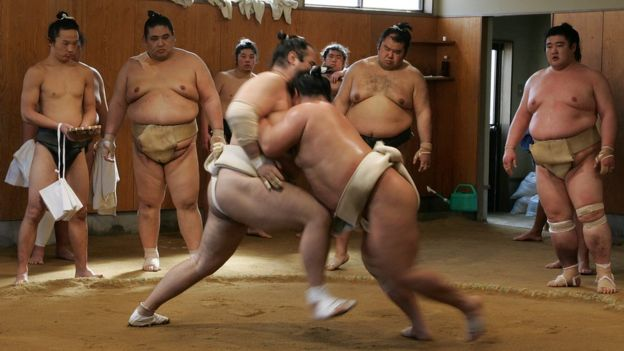 Entrenamiento de luchadores de sumo. (Foto: Junko Kimura/Getty Images)