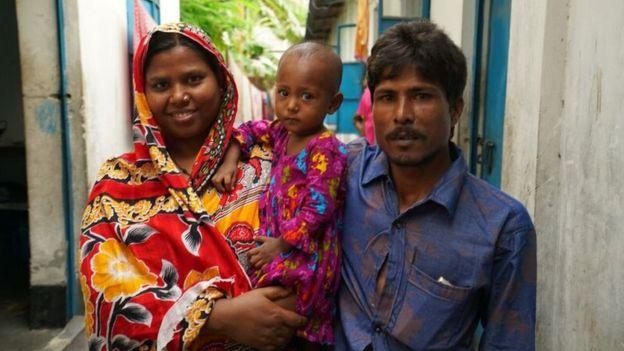Kohinoor Begum ve Rezaul Karim'in kızları Runa, bu cihazla tedavi edilen 600 çocuktan biri