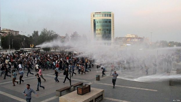 Police use water cannon on protesters in the Turkish city of Diyarbakir, 11 October
