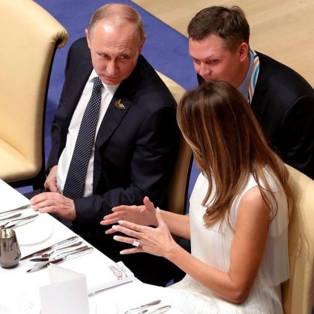 Melania Trump cenando con Vladimir Putin.