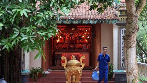 Từ lâu nay, con người đi chùa là để tìm nơi thanh tịnh.