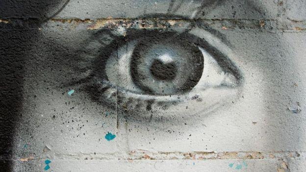 Meydana göz resmi koymak bile insanlarda izlenme hissi yaratıp çöp atmalarını engelleyebiliyor.