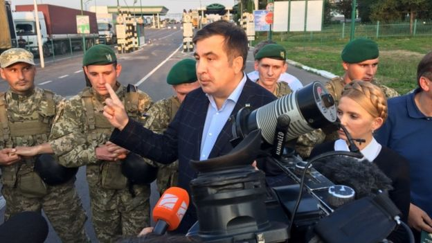 Міхеїл Саакашвілі у нейтральній зоні між україно-польським кордоном