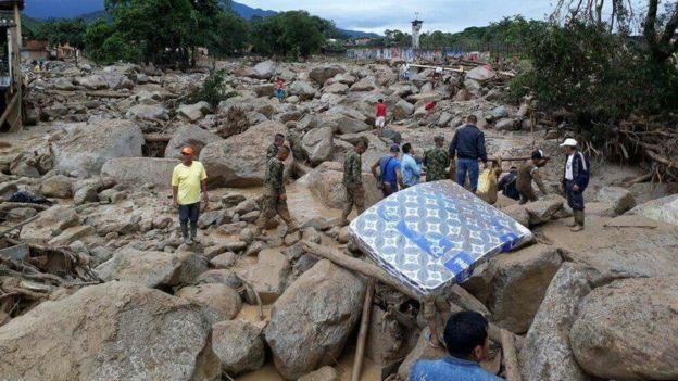 Escombros tras el paso del deslizamiento.