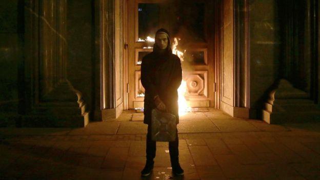 Павленский у горящего здания ФСБ