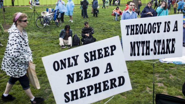Атеисты и противники религии на марше в Вашингтоне