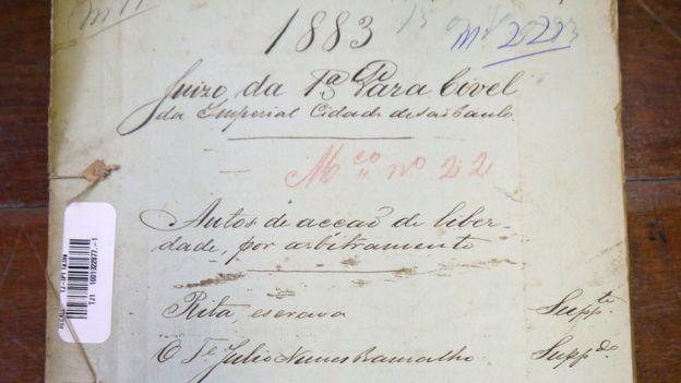 Capa da ação de liberdade da escrava Rita contra o Tenente Ramalho