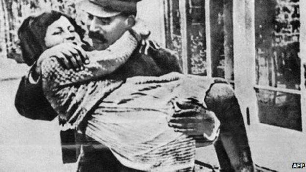Svetlana là con gái duy nhất được cha yêu quý nhưng sau cũng bỏ Liên Xô sang Hoa Kỳ sinh sống