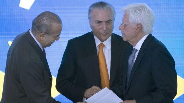 Michel Temer entre o ministros Eliseu Padilha e Moreira Franco