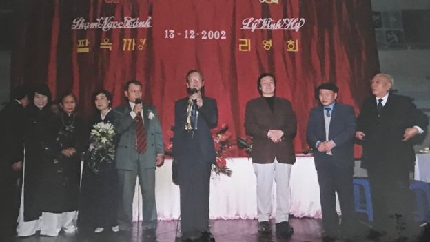 Ri Yong-hui and Pham Ngoc Canh at their wedding in their Hanoi 2002