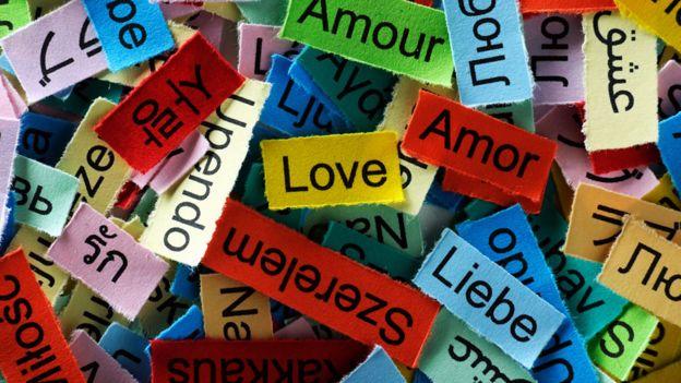 Amor en muchos idiomas.
