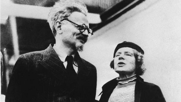 León Trotski junto a su esposa Natalia Sedova.