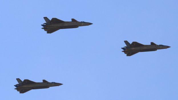 歼击机梯队的歼-20战机,该战机由中国自主研发。