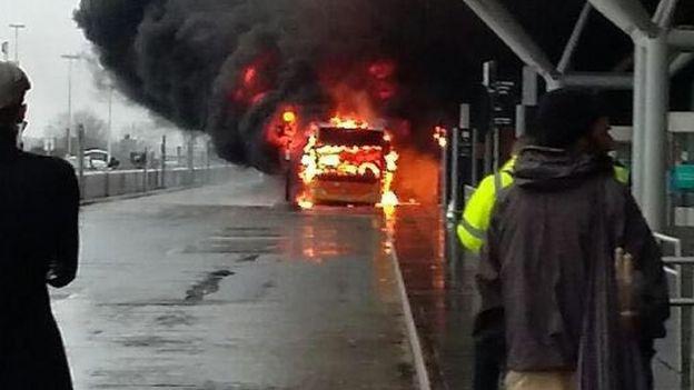 Из-заЧП влондонском аэропорту эвакуировали около 15 тыс. человек