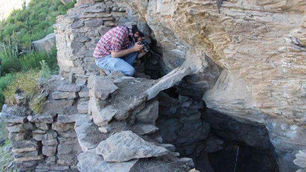 Matthew Velasco en las ruinas del Valle del Colca, Perú. (Foto: David Rodríguez Sotomayor/Proyecto Bioarqueológico Coporaque)
