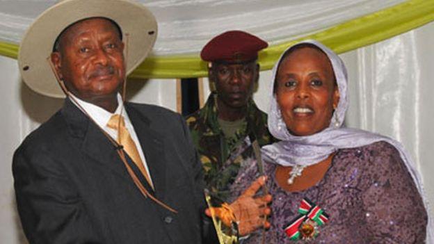 Amina oo la sawiran madaxweynaha Uganda Yoweri Musavani