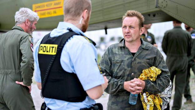 Danimarka polisi, Peter Madsen ile olay yerinde inceleme yaptı