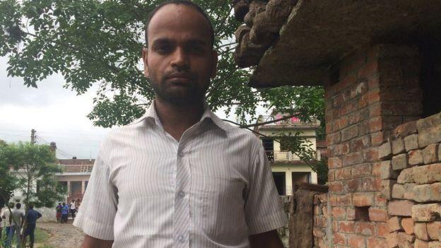 Brahmadev Yadav kehilangan dua bayi kembarnya di rumah sakit Baba Raghav Das Medical College.(SAMIRATMAJ MISHRA)