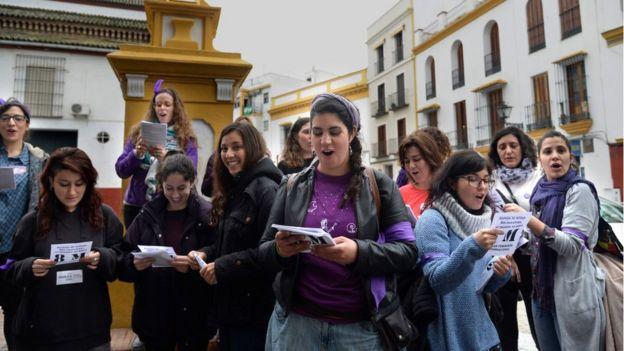 Protesta de mujeres en Sevilla, España.