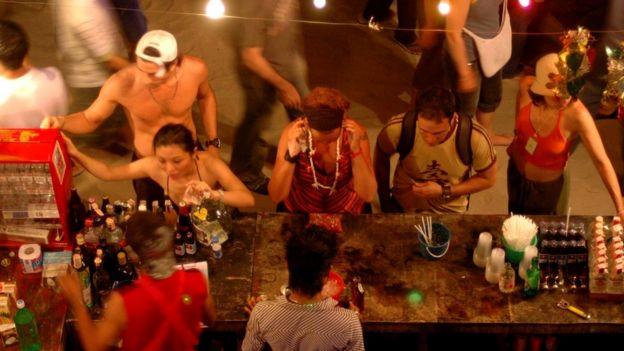 Остров Ко Панган широко известен благодаря проводимой на нем ежемесячной вечеринке Full Moon Party на пляже Хаад Рин