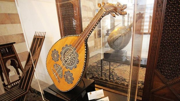 آلة العود الموسيقية في متحف قصر دبانه