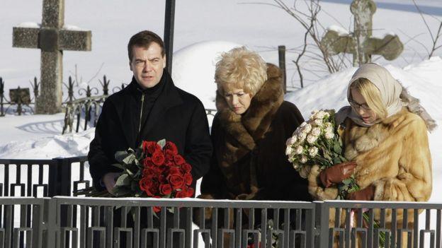 Dmitry Medvedev, Lyudmila Narusova y su hija Ksenia.