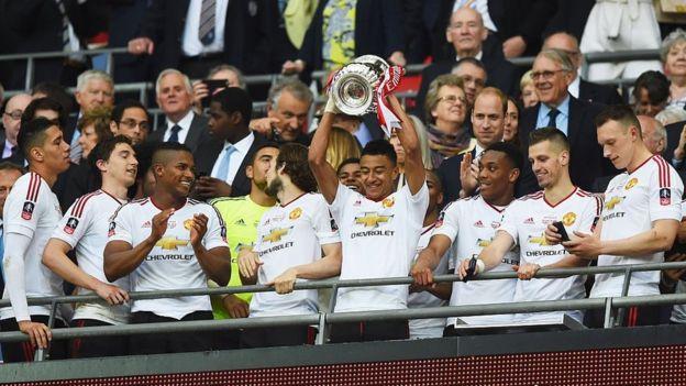 United team celebrate