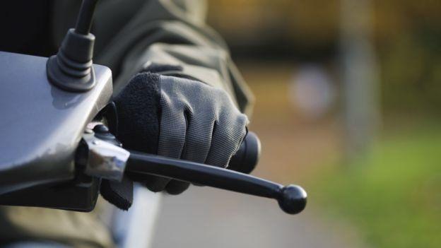 Преступники на мопедах в Лондоне: берегите ваши телефоны