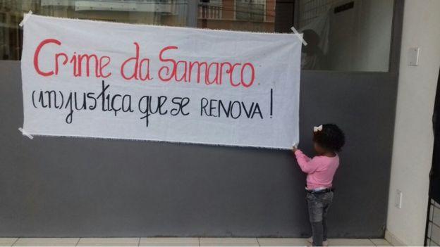 Sofia durante protesto feito por atingidos quando ação criminal contra Samarco foi suspensa pela Justiça, em agosto