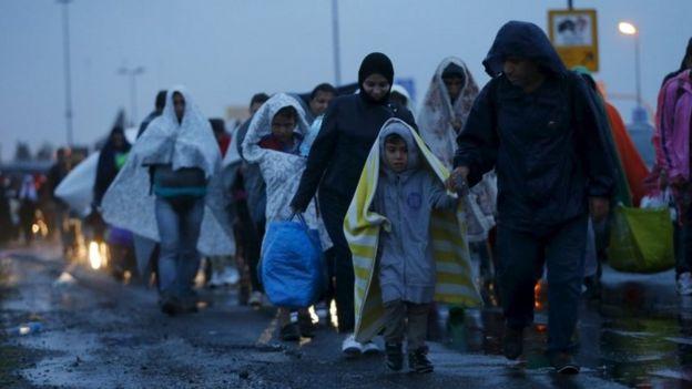 Migrants arrive at the Austrian-Hungarian border, 5 September 2015