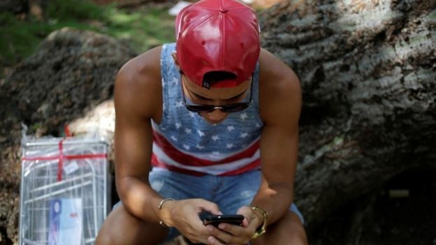 A man uses the internet via public wi-fi in Havana (05 September 2016)
