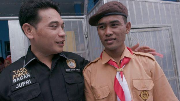 Jupri, kepala Rutan Bagansiapiapi bersama salah satu narapidana