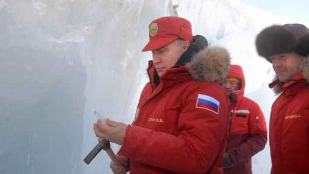 Vladimir Putin, together with Prime Minister Dimitri Medvedev in the remote archipelago of Tierra de Francisco José, in the Arctic.
