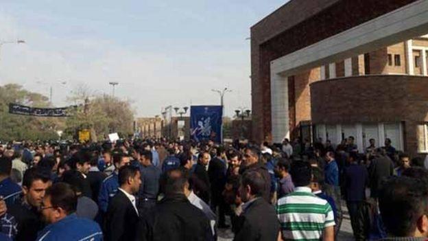 کارگران گروه ملی صنعت فولاد ایران