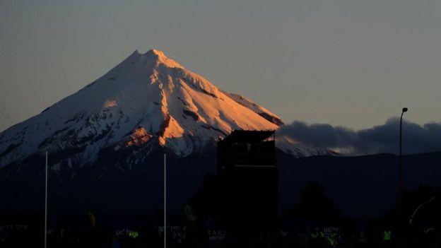 Đỉnh Taranaki là một ngọn núi lửa nằm ở bờ Tây Bắc đảo của New Zealand