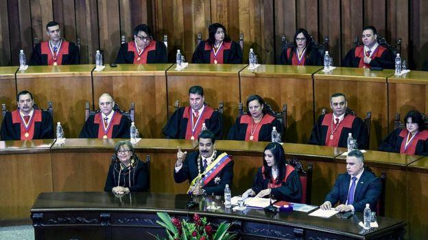 Maduro presenta su informe anual ante el TSJ.