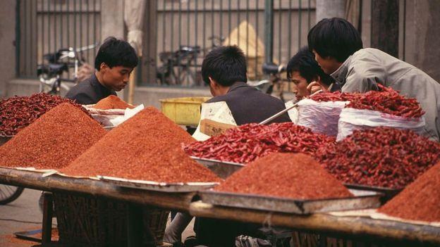 Các loại gia vị được bày bán tại một khu chợ ở Tây An, Trung Quốc