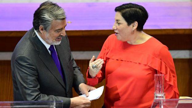Sánchez (der.) y Guillier (izq.).