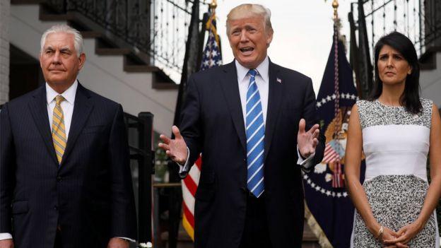 Donald Trump, junto al secretario de Estado, Rex Tillerson, y la embajadora ante Naciones Unidas, Nikki Haley.