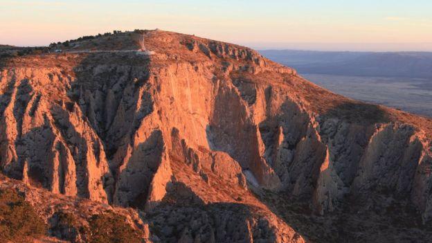 Montaña en el desierto de Texas donde está ubicado el reloj. (Foto: The Long Now Foundation)