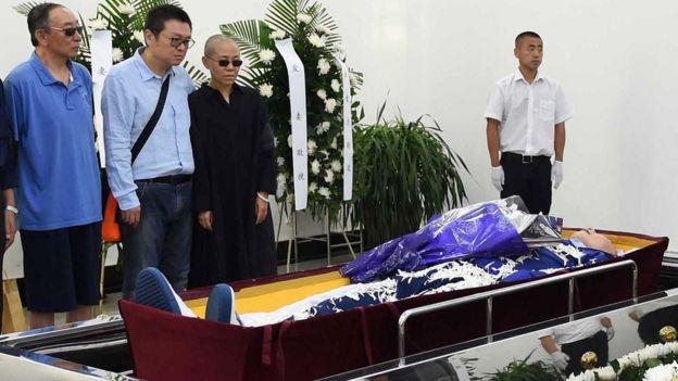 刘晓波生前的好友认为出席丧礼有不少是国保人员