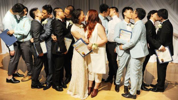 七對同性伴侶到美國舉行婚禮。