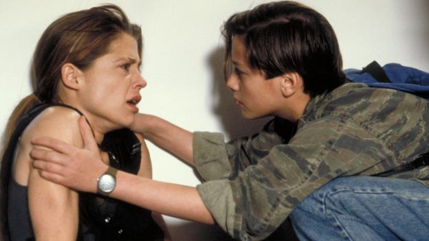 Linda Hamilton interpreta a Sara Connor en Terminator