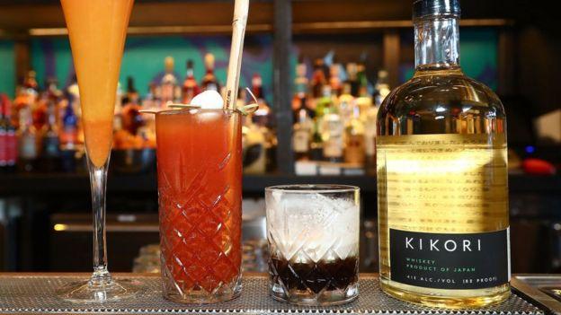 Bebidas en una mesa