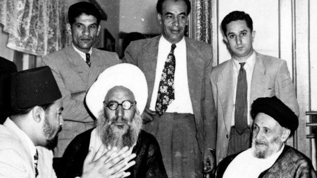 خلیل کَمَرهای (وسط) در کنار محمد کاشانی