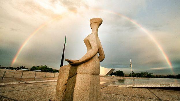 Estátua representa a Justiça em frente ao Supremo Tribunal Federal (STF), em Brasília
