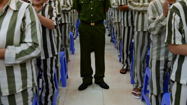 Phạm nhân mặc áo tù ở Việt Nam - hình minh họa