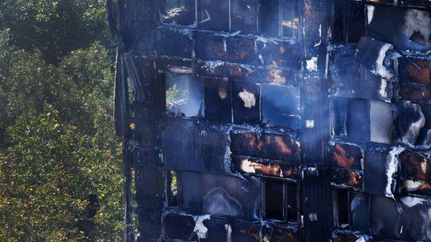 Una sección incendiada del edificio