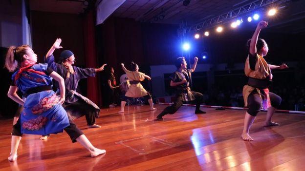 Apresentação do Okinawa Festival